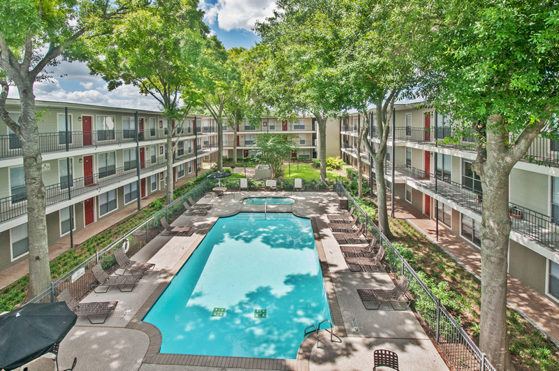 The terraces on brompton apartments in houston tx for Affordable pools houston texas